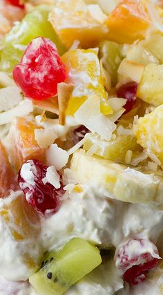 Tropical Cheesecake Fruit Salad ~ Refreshing cheesecake salad with tropical fruit will make you feel really special this summer. (fruit salad with marshmallows) Healthy Fruit Desserts, Dessert Salads, Fruit Salad Recipes, Healthy Fruits, Köstliche Desserts, Delicious Desserts, Dessert Recipes, Fruit Salads, Healthy Eating