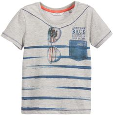 Boys grey 'Believe In Your Dreams' slogan t-shirt by Guess, made with soft cotton jersey. The blue print on the front features stripes, a denim pocket and sunglasses.<br /> <ul> <li>100% cotton (soft jersey feel)</li> <li>Machine wash (30*C)</li> <li>True to size fitting</li> </ul>