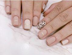cheetah accent nails with neutral acrylic Nude Nails, Gel Nails, Nail Polish, Cheetah Nails, Stylish Nails, Trendy Nails, Gel Nagel Design, November Nails, Unicorn Nails
