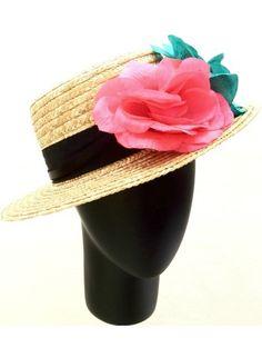 Canotier de paja con cinta negra y flores azul y rosa neón. (alquiler 10€, préstamo 10 créditos)