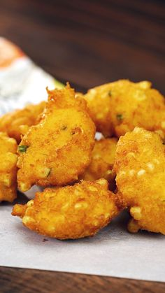Homemade Thai Corn Fritters Made with red curry paste and fresh corn, these fritters are full of sweet and spicy goodness. Thai Corn Fritters Recipe, Sweet Corn Fritters, Corn Fritter Recipes, Corn Nuggets Recipe, Vegetarian Recipes, Cooking Recipes, Curry Recipes, Thai Sweet Chili Sauce, Comfort Food
