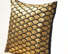 Gold pillows with embroidered waves in sequin - Black pillow covers - Black Gold Cushion cover zipper - Throw pillow - Gold pillowcase. Gold Throw Pillows, Gold Cushions, Black Pillows, Fall Pillows, Decorative Throw Pillows, Toss Pillows, Accent Pillows, Sequin Cushion, Sequin Pillow