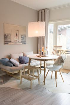 Scandinavian dinning room with Philips Hue lights - Juudithhome