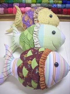 Lots of pillow fish Sewing Toys, Sewing Crafts, Sewing Projects, Sewing Stuffed Animals, Stuffed Toys Patterns, Sewing Pillows, Diy Pillows, Fabric Toys, Fabric Crafts