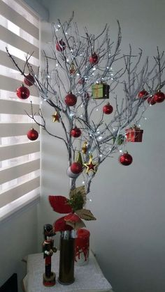 209 Christmas Decoration 2017 Frozen Trends 2019 Check more at www. Christmas Vases, Silver Christmas Decorations, Large Christmas Baubles, Easy Christmas Crafts, Outdoor Christmas, Simple Christmas, Christmas Home, Christmas Projects, Christmas Pillow