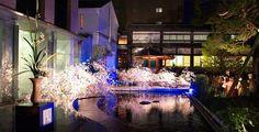 京都の六角堂境内池坊会館では毎年4月に「春のいけばな展」が開催されます。 池坊と六角堂については、 http://www.kuniomi.gr.jp/geki/iwai/ikeroku.pdf