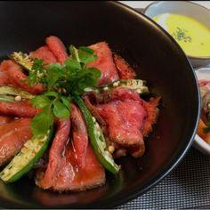 食べたい時が食べどきよーーー! *・゜゚・*:.。..。.:*・'(*゚▽゚*)'・*:.。. .。.:*・゜゚・* - 164件のもぐもぐ - オクラ&ローストビーフ丼 by nnn04