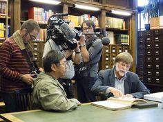 Johannes Lampe and Hartmut Lutz reading Johan Adrian Jacobsen's original diary at the Museum of Ethnology, Hamburg. / Johannes Lampe et Hartmut Lutz lisant l'original du journal de Johan Adrian Jacobsen. Musée d'ethnologie de Hambourg. (Photo: France Rivet)