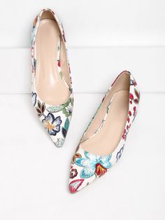 SheIn offers Flower Pattern Pointed Toe Flats & more to fit your fashionable needs. Cute Flats, Cute Shoes, Me Too Shoes, Pretty Shoes, Beautiful Shoes, Floral Flats, Mocassins, Pointy Toe Flats, Look Chic