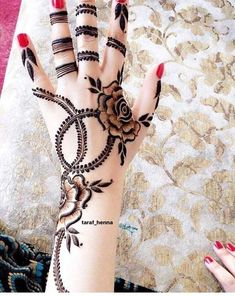 Traditional mehndi designs will never go out of trend Traditional Mehndi Designs, Modern Mehndi Designs, Mehndi Design Pictures, Mehndi Designs For Fingers, Beautiful Mehndi Design, Bridal Mehndi Designs, Simple Mehndi Designs, Mehandi Designs, Heena Design