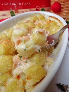 GNOCCHI AL SALMONE GRATINATI AL FORNO Gnocchi, Ravioli, Ricotta, Italian Recipes, Potato Salad, Macaroni And Cheese, Nom Nom, Recipies, Vegetarian