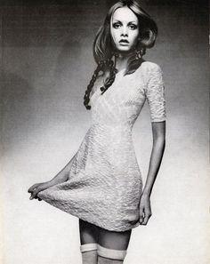 Twiggy photographed by Justin de Villeneuve for Vogue, April 15, 1970.