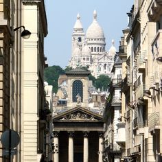 newsweek-paris-france:  PARIS -  One of our favorite perspectives in Paris, looking up the Rue Lafitte at Notre Dame de Lorette and Le Sacré Coeur atop Montmartre on Friday afternoon.  (Fonte: newsweek-paris-france-blog)