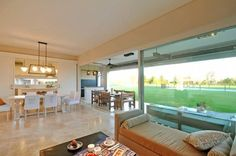 Salas de estar clássicas por Parrado Arquitectura
