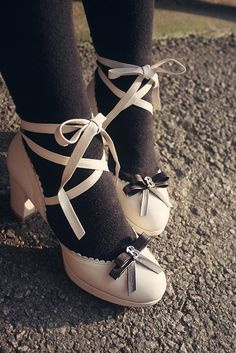 lolita shoes = cute.
