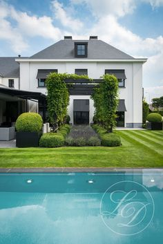 Pergola Attached To Roof Swimming Pools Backyard, Swimming Pool Designs, Villa, Neoclassical Architecture, Garden Deco, Pergola Lighting, Plantation, In Ground Pools, Classic House