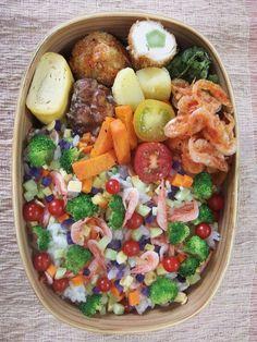 posted from @teruteru0526 お昼~ ヽ(・8・)ノ 2014国際BENTOコンテスト出品用に作りました。今年も上位10人に選んでいただけることを願い詳細は7/7に  20140703 Lunch #bento #obento #obentoart #fb
