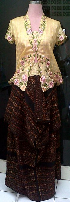 Kebaya embroidery with Sarong fr Flores ( Ende )