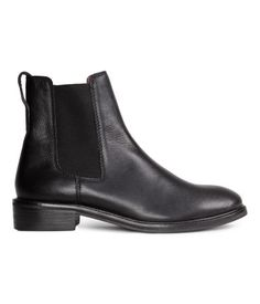 Leather chelsea boots with elastic side panels. Leather lining 4a081de22