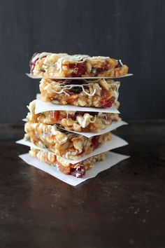 Cranberry, Apricot and Nut Bars 1 bowl cranberry, apricot and nut bars topped off with a little white chocolate. Gluten Free Baking, Gluten Free Recipes, Diet Recipes, Healthy Alternatives, Healthy Options, Brunch Recipes, Dessert Recipes, Nut Bar, Carbohydrate Diet