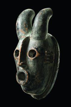 Lot : Anthropo/zoomorphic mask with horns  - Nigeria, Ogoni  -   - wood,[...] | Dans la vente Art Tribal à Zemanek-Münster