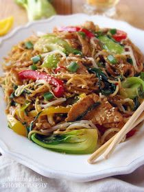 Az otthon ízei: Csirke Chow Mein Chow Mein, Chow Chow, Junk Food, Wok, Japchae, Snacks, Food And Drink, Cooking Recipes, Meals