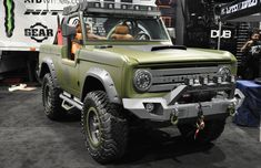 Vintage Trucks Classic An Urban Madness Ford Bronco by Ralph Holguin at the 2016 LA Auto Show. - Perfect timing for historic nameplates with a white-hot SUV and pickup truck market Old Bronco, Bronco Truck, Bronco Ii, Early Bronco, Jeep Truck, Classic Bronco, Classic Ford Broncos, Classic Chevy Trucks, Ford Bronco Concept