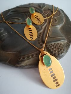 Long Necklace with plate and beautifull Prehnite · # Gold Plated Necklace, Dog Tags, Dog Tag Necklace, Handmade Jewelry, Jewellery, Creative, Handmade Gifts, Necklaces, Hand Made
