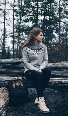 Kauniit villapaidat ja muut villavaatteet Fjällräveniltä ja muilta huippumerkeiltä Barbour, Simple Style, Knitwear, Villa, Hiking, Turtle Neck, Socks, Outdoors, Wool