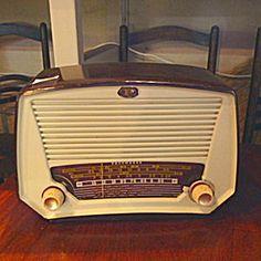 Bakelite Vintage Valve Radio, New Zealand Made.