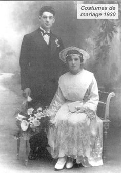 Mariage Lorient Vintage Wedding Photos, Vintage Bridal, Wedding Pictures, Vintage Photos, Vintage Weddings, Black And White Love, Cemetery Art, White Wedding Dresses, Vintage Photographs