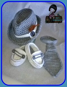 Baby Loafers Moccasins Crochet (VIDEO & FREE PATTERN) Baby booties are always fun to make; they are so cute and absolutely adorable! They are also fast and often the patterns are really simple. Crochet Baby Boy Hat, Baby Boy Hats, Crochet For Boys, Newborn Crochet, Baby Knitting, Free Crochet, Crochet Baby Clothes Boy, Simple Crochet, Crochet Shoes
