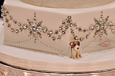 Amy Beck Cake Design - Chicago, IL | www.amybeckcakedesign.com | Wedding cake details. Peeking dog surprise! | Photo credit : Angel Eyes Photography