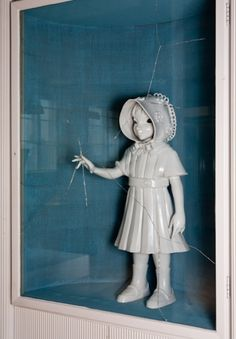 Finnish artist Kim Simonsson is a ceramic sculptor based out of Helsinki who creates adolescent characters carrying out mischievous acts.