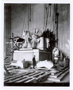 1920, construction of the Lincoln Memorial in Washington DC