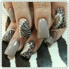 Pretty flare tips nail art idea with rhinestones and animal print | decorado de unas | duck feet nails | wide fan nails