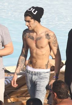 Zayn Malik Liam Payne Shirtless In Rio - http://oceanup.com/2014/05/08/zayn-malik-liam-payne-shirtless-in-rio/