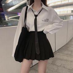 Egirl Fashion, Korean Girl Fashion, Ulzzang Fashion, Kpop Fashion Outfits, Edgy Outfits, Korean Outfits, Mode Outfits, Kawaii Fashion, Japanese Fashion