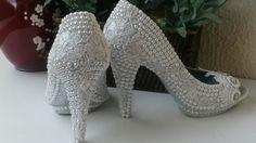 Sapatos para  Noivas customizado por Anne Fatah.