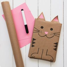 Get creative with these 7 winter crafts and gift wrapping ideas for kids! Enjoy outdoor winter craft ideas, finger printing, dried orange gift wrap & more. Baby Gift Wrapping, Present Wrapping, Creative Gift Wrapping, Christmas Gift Wrapping, Creative Gifts, Wrapping Ideas, Diy Birthday Wrapping Paper, Brown Paper Wrapping, Gift Wrapping Techniques