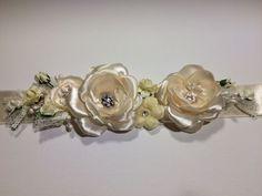 * Brau elegant ivory cu trandafiri satin, swarowski, stamine  / cordon elegant / curea rochie / brau mireasa *