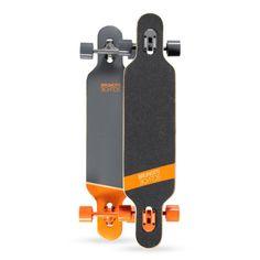 """2015 Brunotti Bob Longboard - Orange Het ultieme longboard skateboard. Dankzij het """"droptrough deck"""" heeft het board een zeer laag zwaartepunt. Dit maakt het ideaal voor Downhilling en sliding. Door de dat het board aan beide kanten een Kicktail heeft is hij ook geschikt voor freestyle tricks."""