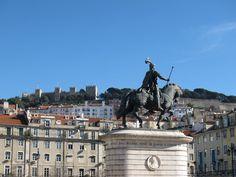 Visitar Lisboa de elétrico e a pé nas zonas da Baixa Chiado e Castelo Bonde, Louvre, Bucket, Building, Travel, Lisbon Portugal, Inspiring Pictures, The Journey, Castle