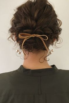 Creative Updos For Curly Hair Perfect For Holidays Or Special Occasions One of the perks of having curly hair is that it doesn't take that much effort to do a nice updo. Check out these ideas to style your hair during the holidays and special occasions. Hairstyles With Bangs, Pretty Hairstyles, School Hairstyles, Braid Hairstyles, Hairstyle Ideas, Male Hairstyles, Bangs Hairstyle, Amazing Hairstyles, Hair Bangs