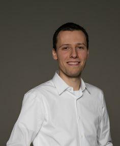 Stefan Marcinek begibt sich auf eine neue Reise. Da er große Pläne hat, hat er einfach auch schon einmal ein großes Büro angemietet und teilt dieses!  https://gamezine.de/6-monate-mietfrei-eigenes-buero-fuer-unternehmen-der-gaming-branche.html