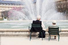 Couple+by+the+Fountain+in+Jardin+du+Palais+Royal