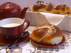 le brioche al latte condensato, sono delle sofficissime e dolci brioche, preparate con lievito madre e latte condensato ideali per la colazione