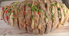 Gevuld brood met boursin, paprika en bieslook | Lekker en Simpel