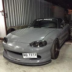 Mazda MX-5 Miata in grey