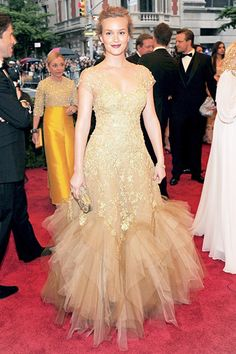 Leighton got decked out in a gold embroidered Marchesa illusion dress with a tiered tulle skirt, Harry Winston jewels and Tabitha Simmons shoes.